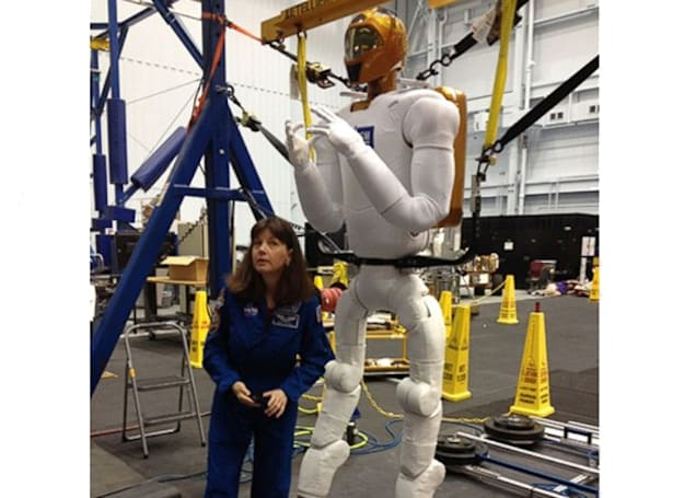 NASA shows off Robonaut's gigantic new legs ahead of 2014 upgrade (video)