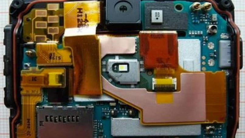 Sony Xperia V torn apart by the FCC for our education and amusement