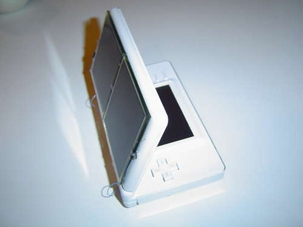 DS Lite solar panel mod lets you leave the PSU at home