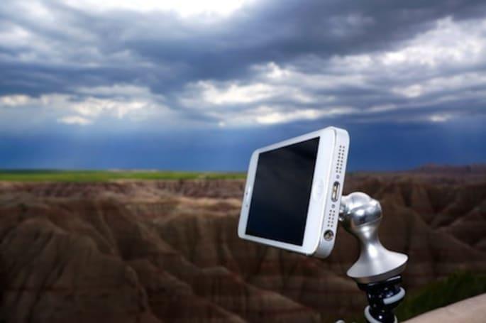 eleMount iPhone/iPad mount Kickstarts its way into production