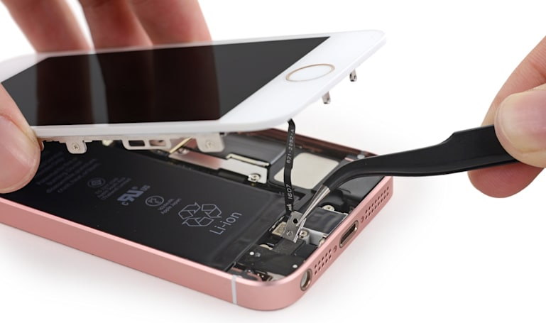 iFixit shows you what's inside an iPhone SE