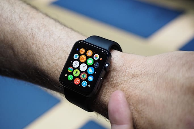 Apple Watch can now be reserved online and picked up in stores
