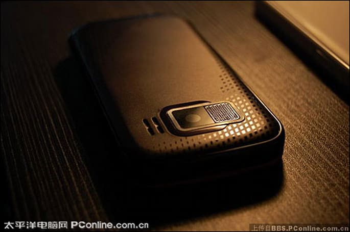 Nokia 5900 XpressMusic spotted from the back?