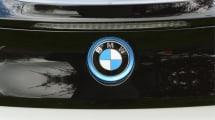 Mann klaut Auto und wird von BMW-Mitarbeitern über Funk eingesperrt