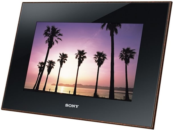 Sony refreshes photo frame lineup to make it more green, black, and woodgrained