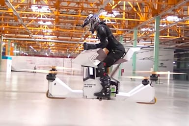 Piloted hoverbike redefines 'dangerous'