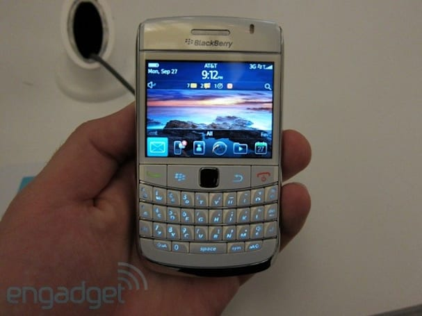 BlackBerry 6 shows up on Bold 9700, Pearl 3G -- and we check it out