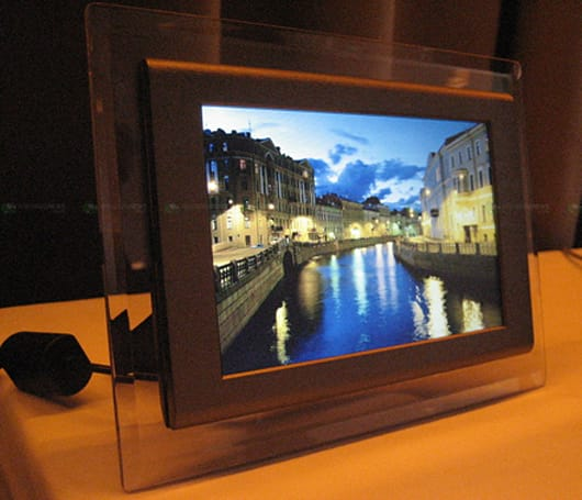 Toshiba's stylish Tekbright 7 digital photo frame