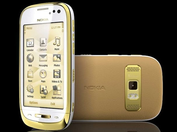 Nokia Oro is covered with 18ct gold on the outside, tinged with Symbian regret inside