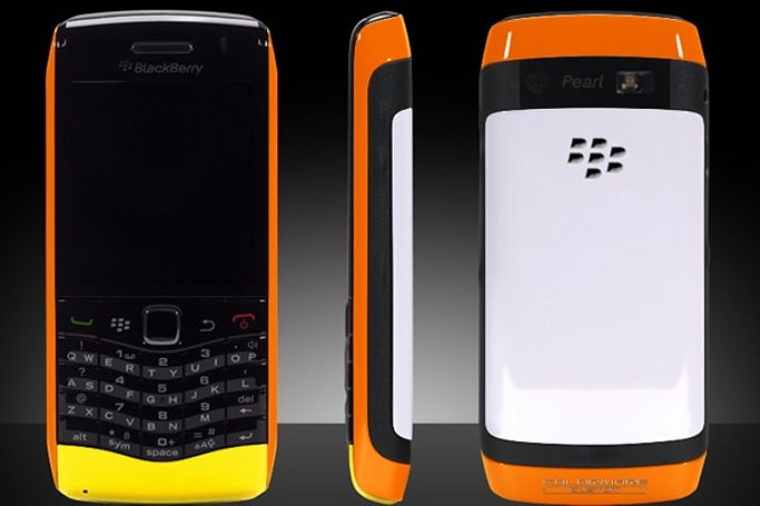 Colorware freshens up BlackBerry Pearl 3G and Flip UltraHD with bodacious new paintjobs