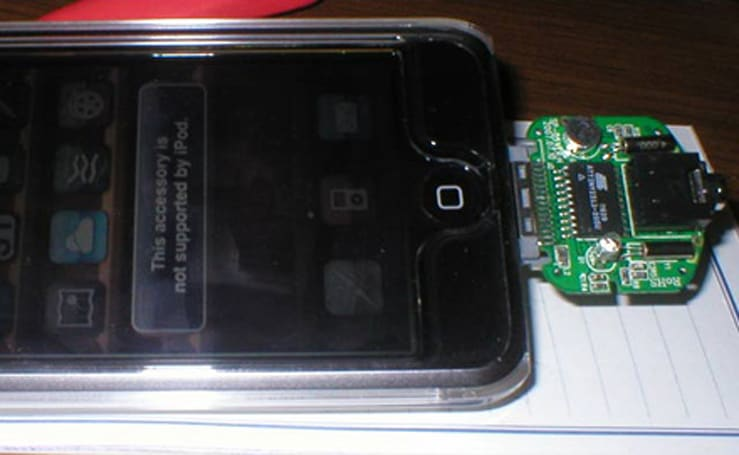 iPod touch gets microphone for VoIP via modded dongle