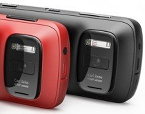Nokia 808 PureView flashes backstage pass, shows off video chops