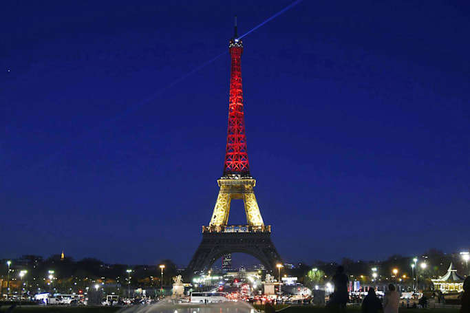 Euro 2016 social activity will determine Eiffel Tower's colors