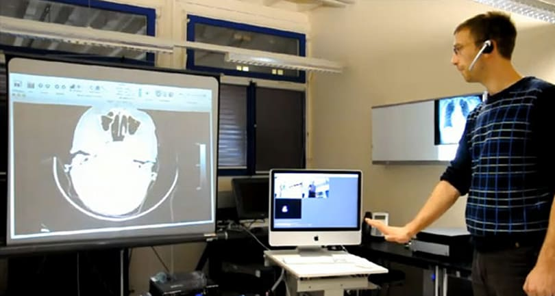 Kinect admits itself to hospital, treated for gesture control of medical images