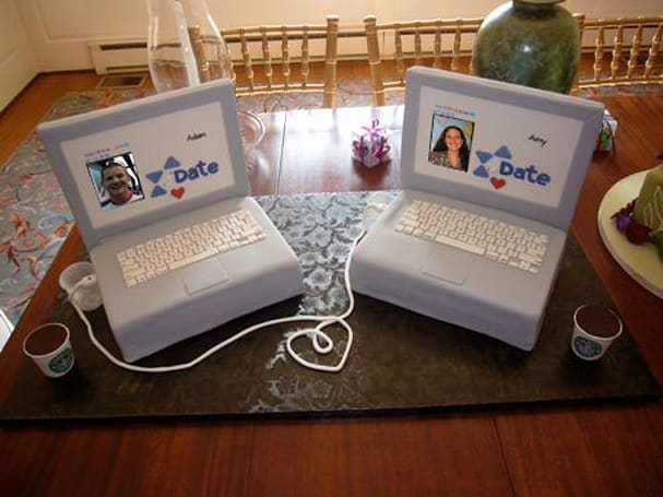 Laptop cakes pay homage to internet dating