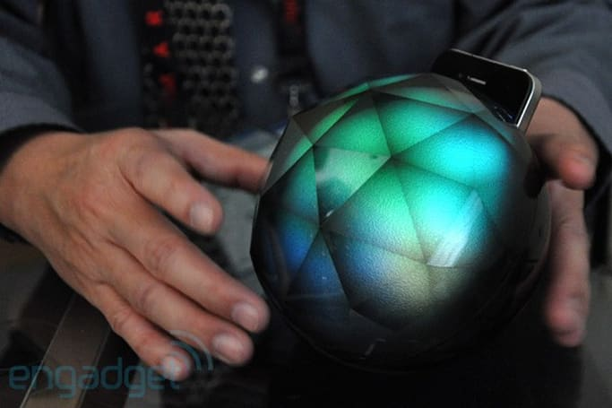 Yantouch Black Diamond 3D ambience iPhone dock hands-on