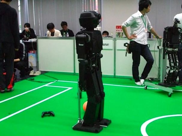 RoboCup Japan Open underway in Osaka, mechanical soccer still pretty boring (video)