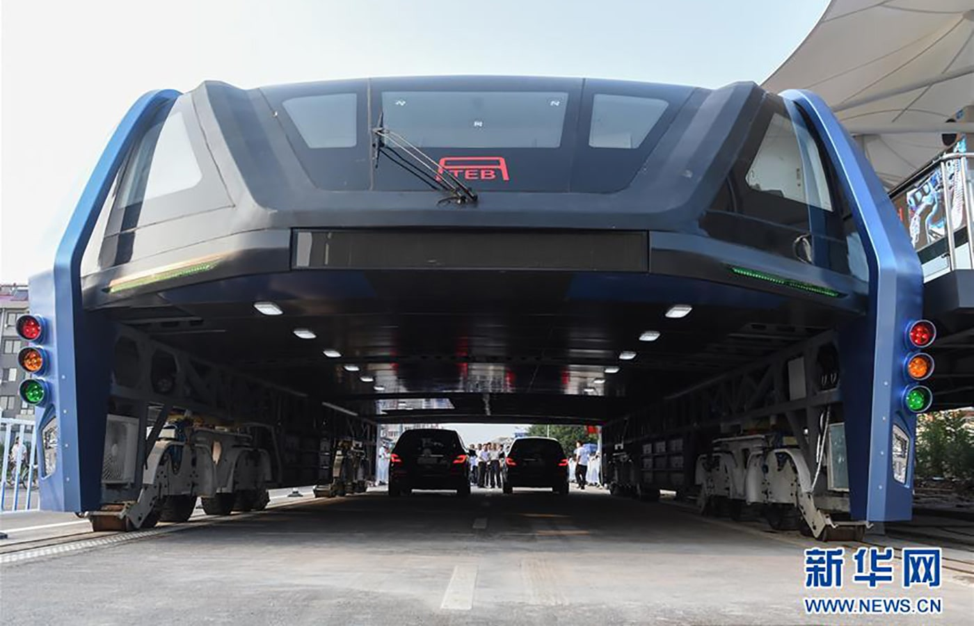 China's Elevated Bus Launched