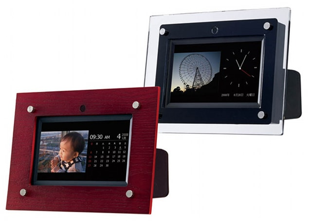 iriver's 7-inch Framee-L digiframe handles multimedia just fine