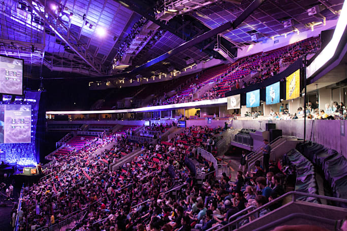 Flagship 'Dota 2' tournament sets cash prize record