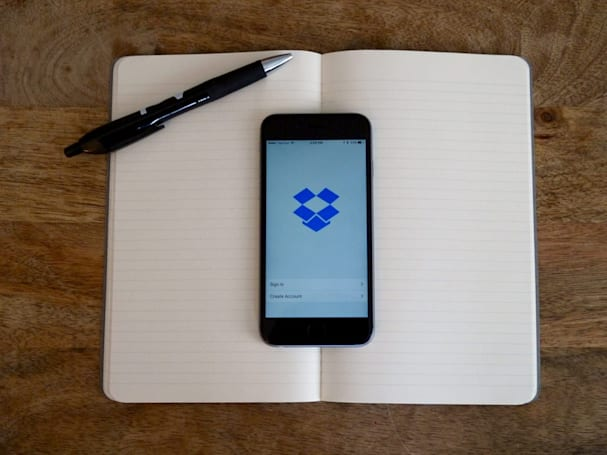 Dropbox is killing its Carousel and Mailbox apps