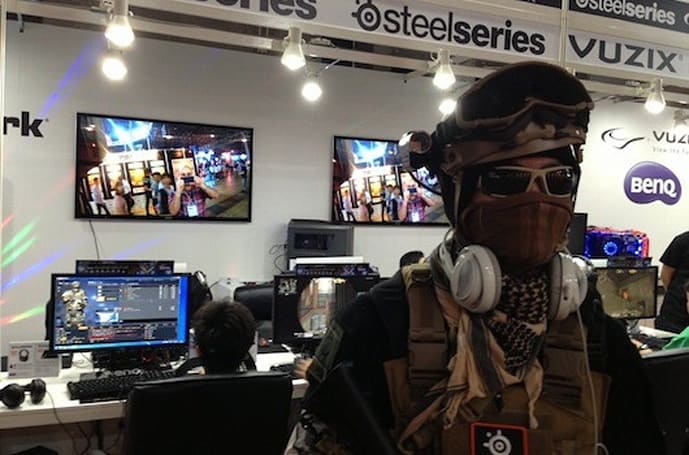 Seen@TGS 2013: Me watching this dude watching me