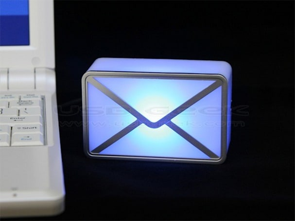 USB webmail notifier lights up your life when you've got mail