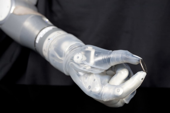 Segway creator's advanced prosthetic arm arrives in late 2016