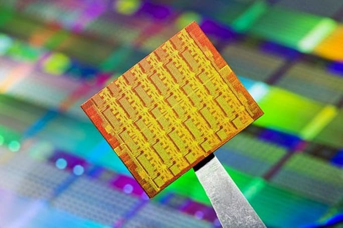 Take that linear algebra to go: Intel's 48-core chip targeting smartphones and tablets
