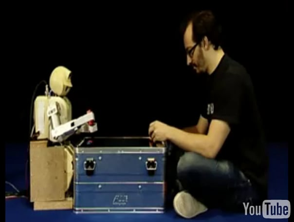 Chief Cook robot plays Pong, is just the kind of humanoid we want to hang with