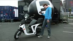 The scooters of CES: Riding the Genze and chatting with Gogoro