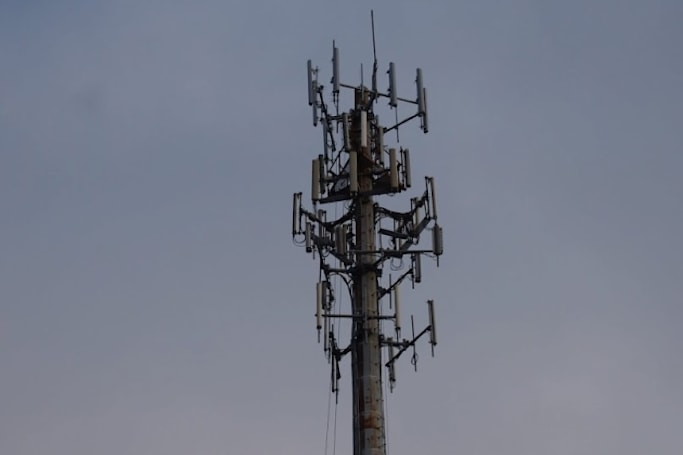 FCC's wireless spectrum auction delayed to 2015 to prep bidding infrastructure