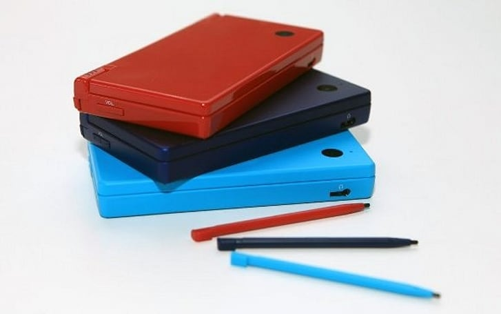 Nintendo introduces some color to European DSi options