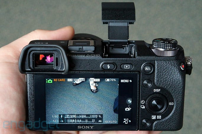 Sony NEX-6 mirrorless cam squeezes in between 5R and 7 with WiFi, EVF and dedicated mode dial (hands-on video)