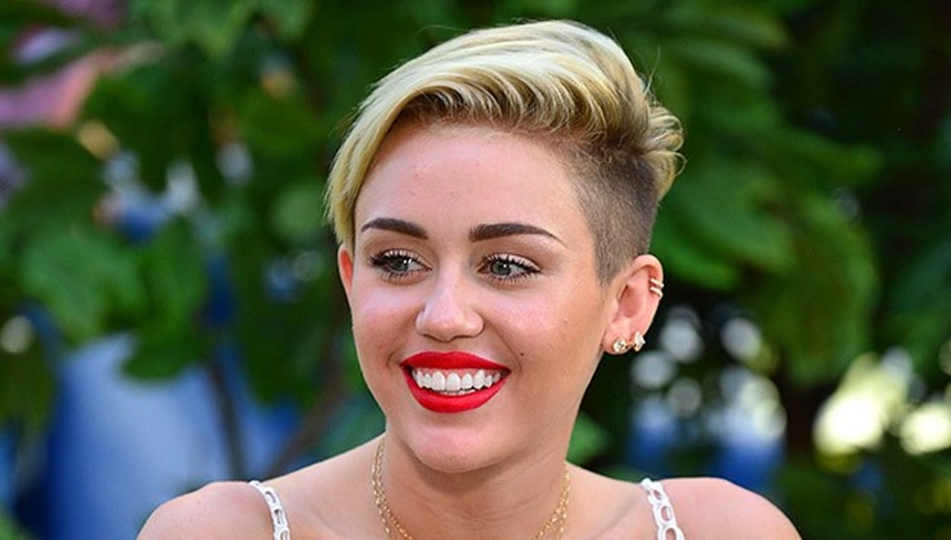 Look of the Week: Miley's Clump-Free Lashes