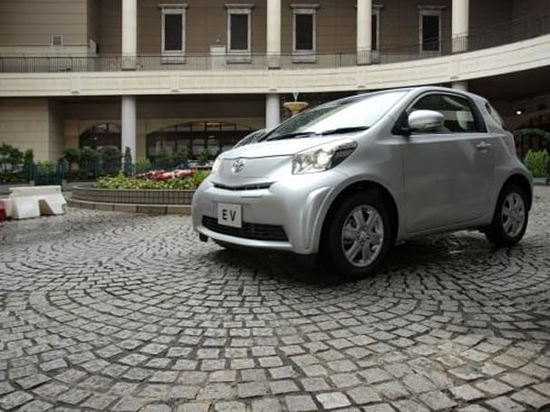 Toyota to show off iQ EV prototype, put it into production next year