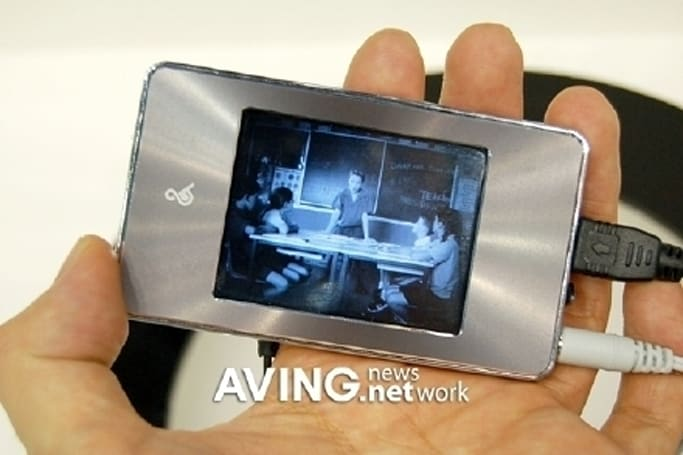 LG &37 media player melds touchscreen with brushed metal