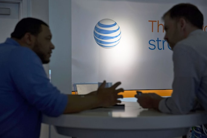 FCC accuses AT&T and Verizon of violating net neutrality