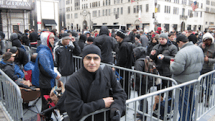 $900 gets developer first spot in NYC iPad 2 line, lots of publicity