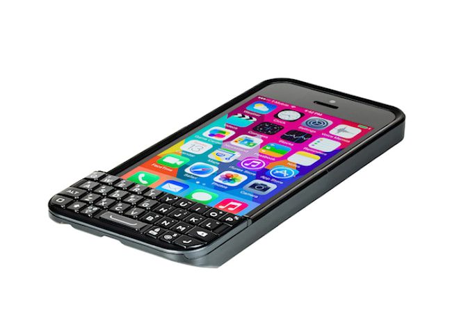 Typo's iPhone keyboard is back and it still looks a lot like a BlackBerry