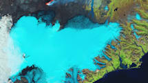 Falschfarbenfoto von Gletscher mit Vulkan und Lavafeld auf Island