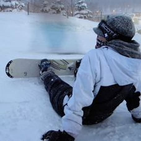 Consumer survey says iPhone owners more likely to shop online, go snowboarding