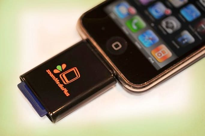 SD card reader for iPhone might help bridge the photo gap
