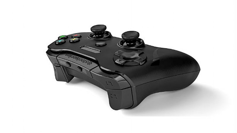 Joystiq Giveaway: SteelSeries Stratus XL iOS controller times 2