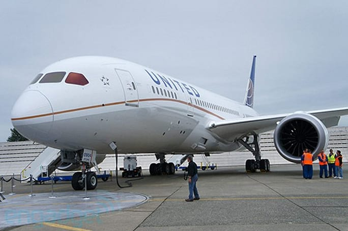 United Airlines puts Dreamliner back in the air after four-month grounding