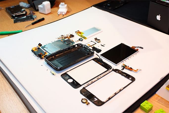 iPhone 3GS gets the quick and dirty tear apart treatment, already (update: could do 833MHz and 720p video)