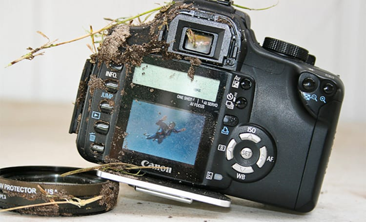 Canon EOS Rebel XT spits in gravity's face, survives 3,000-foot drop?
