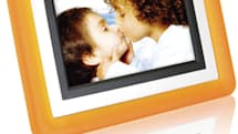 cenOmax enters digiframe game with seven-inch F7012A