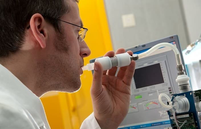 Siemens creating portable sensor to warn about asthma attacks, breathe deeply until it ships