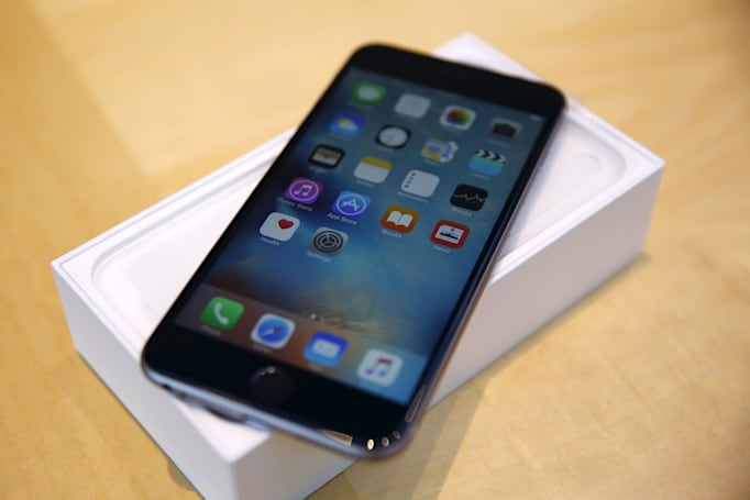 Apple starts selling refurb iPhones through its online store